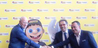 Jordi Hurtado, con Nico, la máscota de la red, Juan Ramón Pérez y Joaquín Pérez.