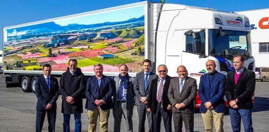 El camión vinilado por Continental con imágenes La Floración de Cieza.